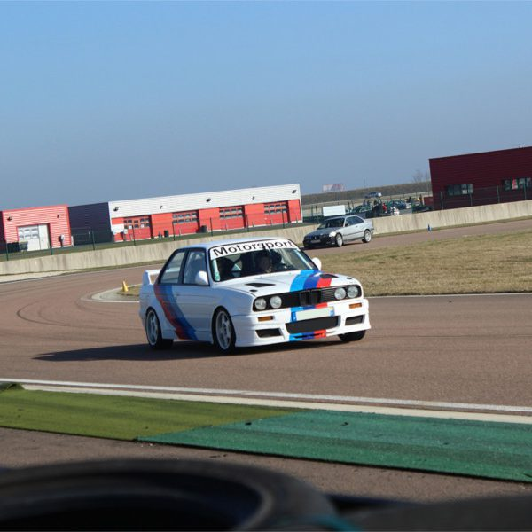 Roulage auto par sessions circuit Ferté Gaucher | Club Drive Collection | CircuitsLFG