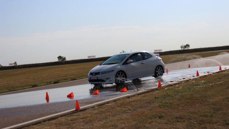Stage de perfectionnement à la conduite - freinage type r mouillé | CircuitsLFG