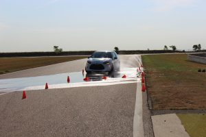 Stage de perfectionnement à la conduite auto - Freinage sur route mouillée | CircuitsLFG